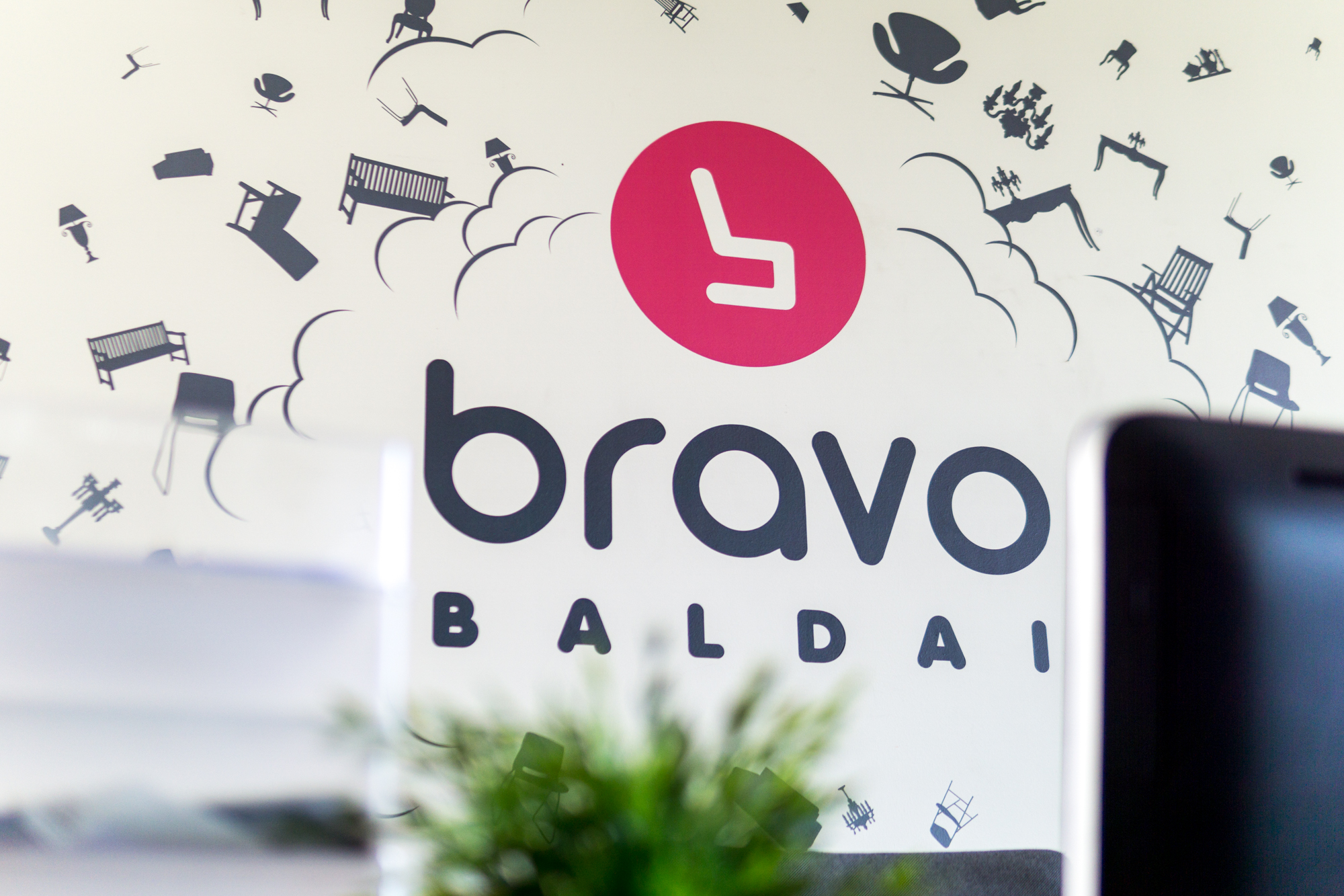 BRAVO BALDAI virsmas pačiais savimi